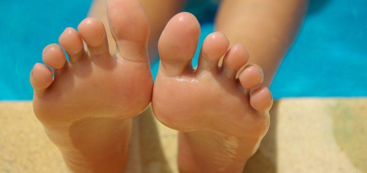 Ihre Füße müssen viel aushalten - pflegen Sie sie